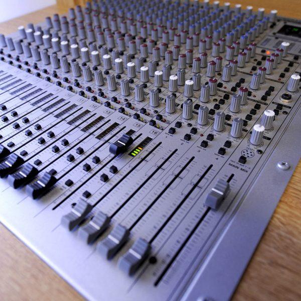 Trailer-Audio-Desk